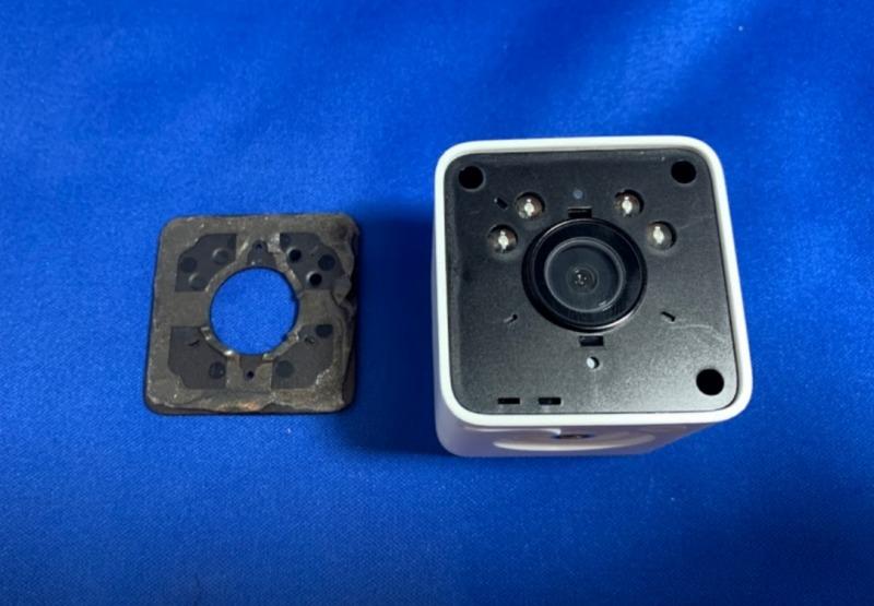 ATOM Cam 2前面パネルを剥がす2